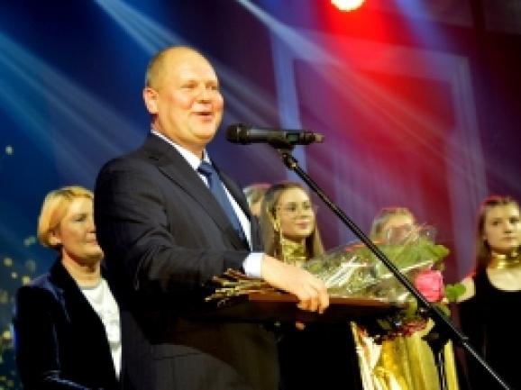 """Tarp paskelbtų apdovanojimų """"Auksinis feniksas"""" nominantų ir Skuodo rajono kultūros centro vadovas"""